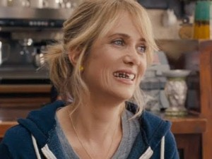 kristin wiig with spinach in teeth
